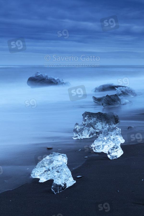 Diamond Beach (Islanda), pezzi di ghiaccio sulla spiaggia